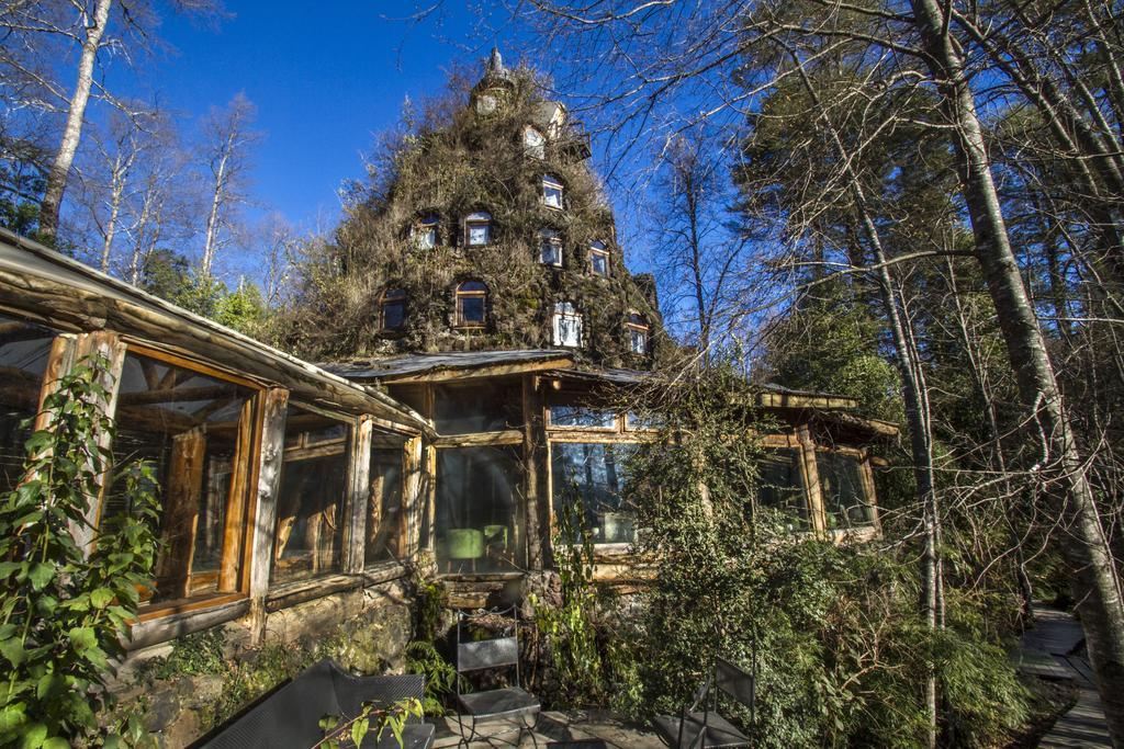 MONTANA MAGICA LODGE, CHILE